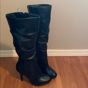 SOLD !Black leather boots